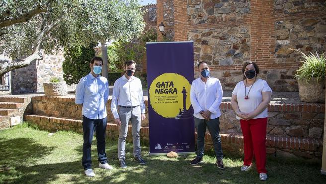 El festival literario 'Gata Negra' trae a Extremadura a escritores como Lorenzo Silva, Marta Robles o Javier Cercas