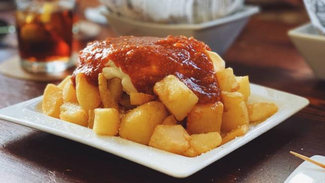 Las patatas bravas son uno de los platos más populares de la gastronomía patria, y conseguir la auténtica salsa brava es todo un arte.
