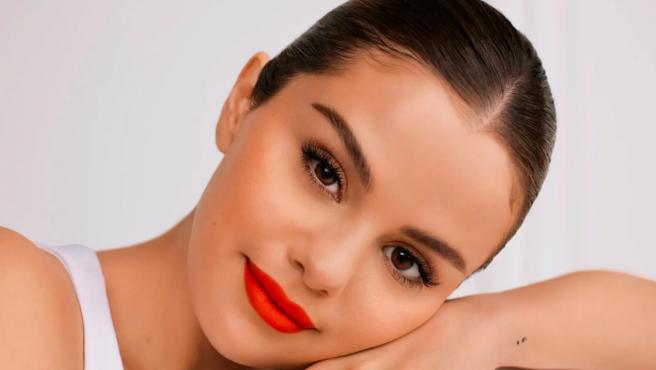 Selena Gomez para la campaña de Rare Beauty.