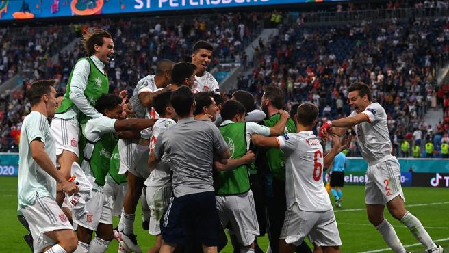 Los jugadores de España celebran la victoria ante Suiza