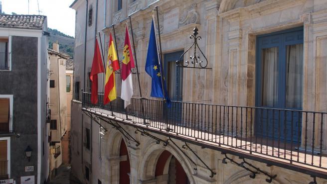 La Justicia obliga a Ayuntamiento Cuenca a limitar a 50 las plazas de aparcamiento en la explanada del Serranía