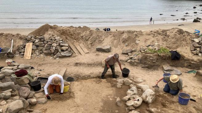 Las excavaciones de la playa de Whitesands se almacenarán en el Museo Nacional de Gales.