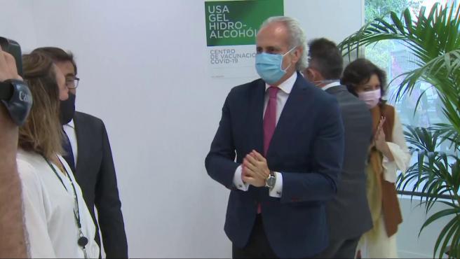 Escudero visita uno de los tres nuevos puntos de vacunación en empresas