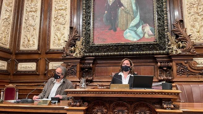 Colau espera las indicaciones de servicios jurídicos para decidir si coloca la efigie del Rey