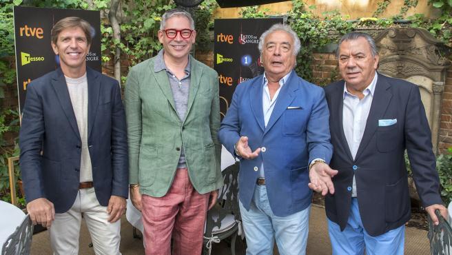 El Cordobés, Boris Izaguirre y Los del Río, en la presentación de 'Lazos de Sangre'.
