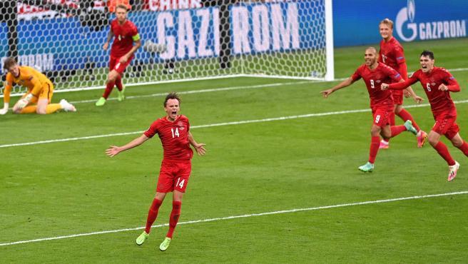 Mikkel Damsgaard celebra su gol contra Inglaterra