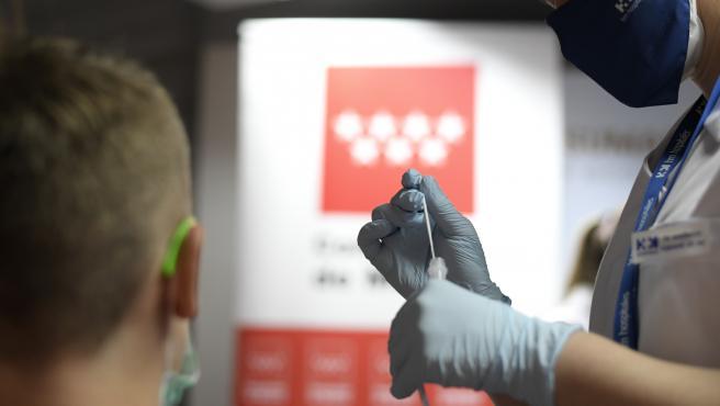 La Comunidad estudia ampliar los test de antígenos gratuitos tras el éxito del punto en Plaza de Castilla