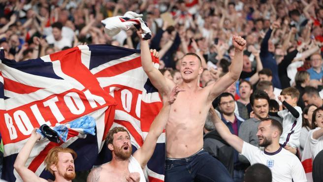Aficionados ingleses, en Wembley.