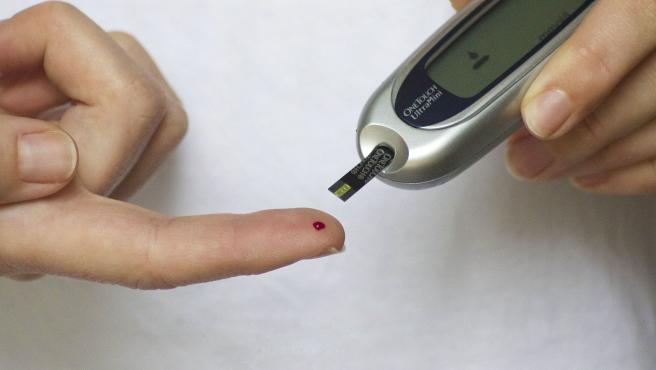 Se puede comprobar en pocos minutos si existe hiper o hipoglucemia con la ayuda de un glucómetro