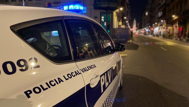Archivo - Arxiu - Un cotxe de Policia Local de València durant el dispositiu de control