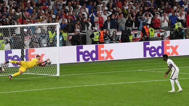Donnarumma detiene el penalti a Saka en la final de la Eurocopa 2020