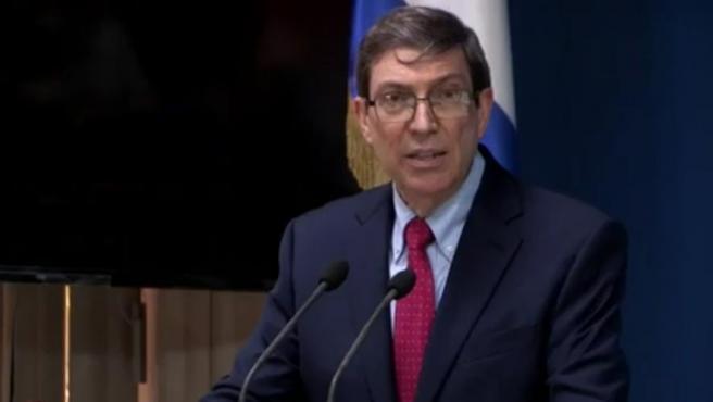 """El ministro cubano de Exteriores, Bruno Rodríguez, calificó este martes las protestas masivas antigubernamentales del domingo como """"disturbios"""", insistió en que las financió Estados Unidos y atribuyó el apagón de internet móvil en toda la isla a los problemas financieros que vive su país."""