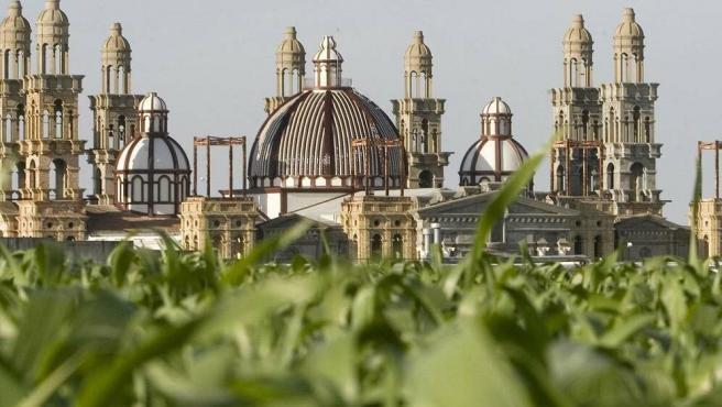 Vista de la iglesia del Palmar de Troya.