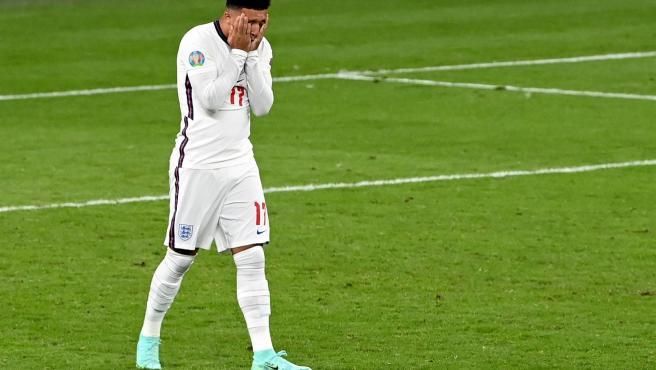 Jadon Sancho reacciona tras fallar su penalti en la final de la Eurocopa.
