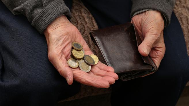 Un pensionista, jubilado con dinero