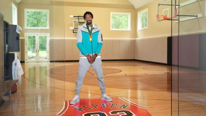 Scottie Pippen te recibe en su mansión.