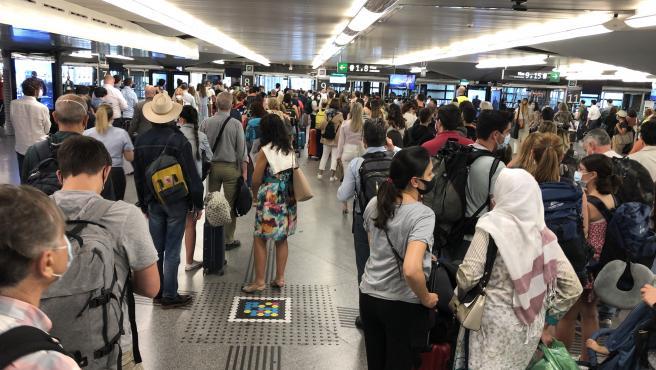 Viajeros en la estación de Atocha, este jueves.