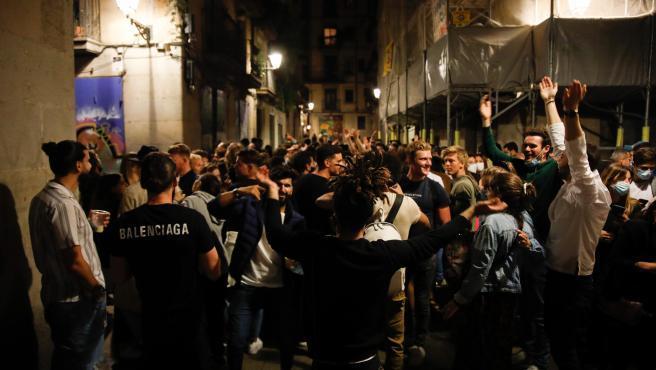 El Tribunal Superior de Justicia de Cataluña (TSJC) ha informado este viernes de que avala el toque de queda que ha solicitado el Govern, entre la una y las seis de la madrugada (desde la una de la próxima madrugada del sábado hasta el próximo 23 de julio).  Por el momento, se aplicará en 161 municipios de más de 5.000 habitantes con una incidencia acumulada a siete días que supera los 400 casos por cada 100.000 habitantes, y en aquellas localidades que se encuentren total o parcialmente rodeadas de municipios con estas características.