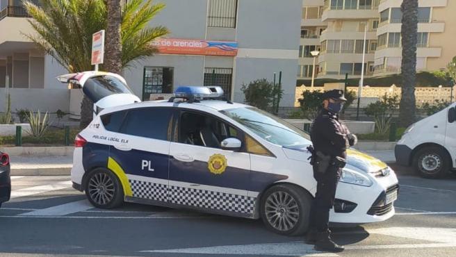 Agentes de policía desplazados.