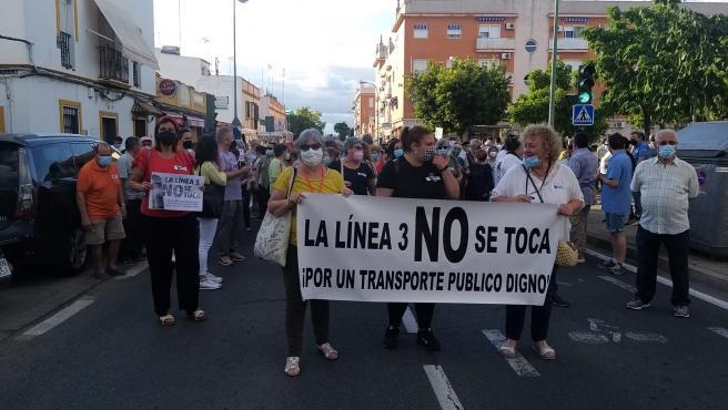 """Cabrera anuncia un """"consenso"""" para la línea 3 de Tussam por San Jerónimo pero sin fecha de entrada en vigor"""