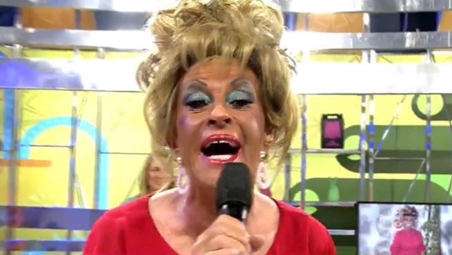Chelo García-Cortés disfrazada de Celia Cruz.