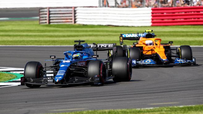 Fernando Alonso y Lando Norris, en el sprint de Silverstone