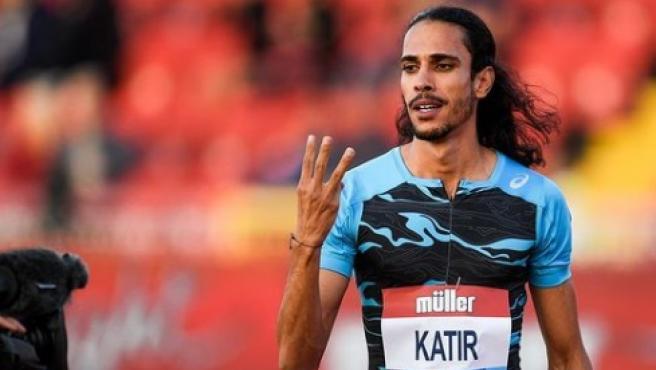 Mo Katir celebra su récord de los 3.000 metros.