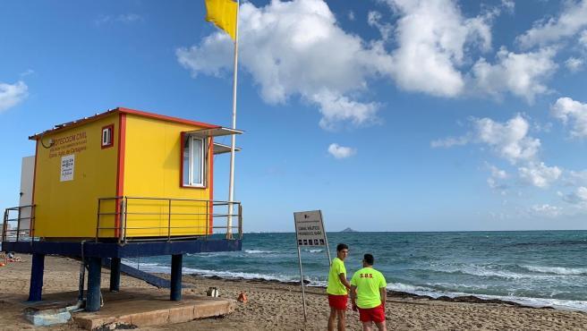La bandera amarilla ondea este domingo en siete playas de Águilas, San Javier y Cartagena