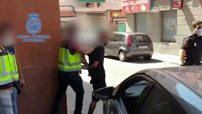 Un joven de 19 años ha sido detenido en Villaverde, Madrid, por la agresión a un sanitario que le indicó que debía ponerse la mascarilla en el Metro de Madrid, según ha informado la Policía Nacional.
