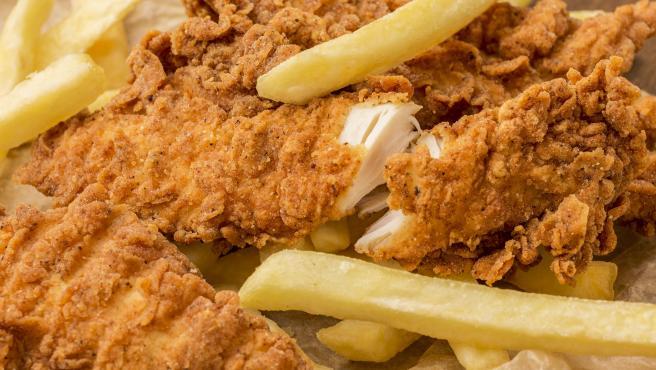 El pollo rebozado y frito es fácil de lograr en estos 'gadgets'.