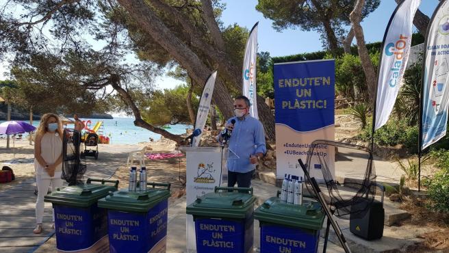 El Ayuntamiento de Santanyí suma cuatro playas de Cala d'Or a la campaña del Govern 'Endute'n un plàstic!'