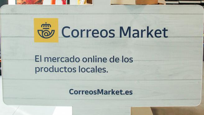 Logo de Correos Market en una oficina de Madrid (España)