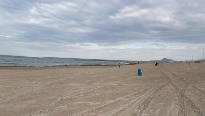 Sucesos.- Asistidos un niño de 3 años y dos mujeres con síntomas de ahogamiento en una piscina y dos playas