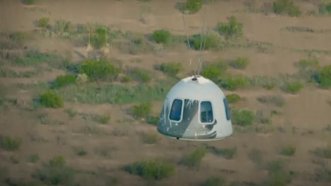 La New Shepard momentos antes de aterrizar en la superficie terrestre