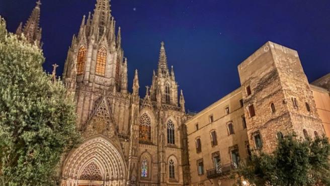 La majestuosa Catedral y su claustro gótico es otra de las visitas obligadas en Barcelona.