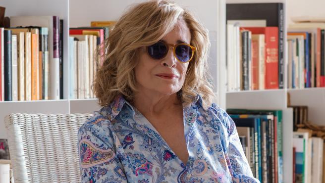 La periodista Carmen Rigalt, en una imagen promocional de su nuevo libro, 'La noticia de mi vida'.