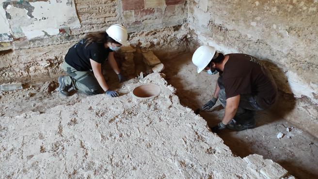 Descubren una lápida funeraria romana en los trabajos arqueológicos en la Alquería Falcó de València