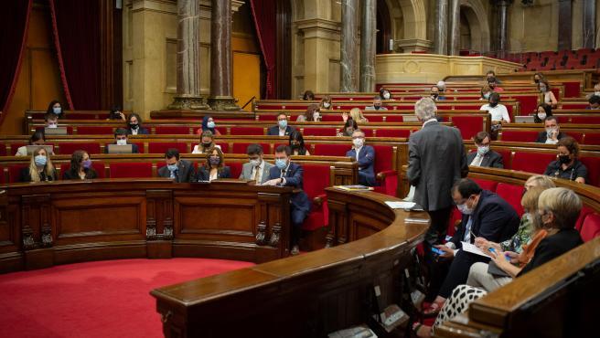 El Parlament pide suprimir los delitos de injurias a la Corona del Código Penal y libertad para Hasel