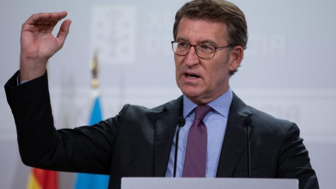 """Feijóo acusa al Gobierno de """"triunfalismo"""" en la vacunación y de """"errar"""" al fijar en el 70% la inmunidad"""