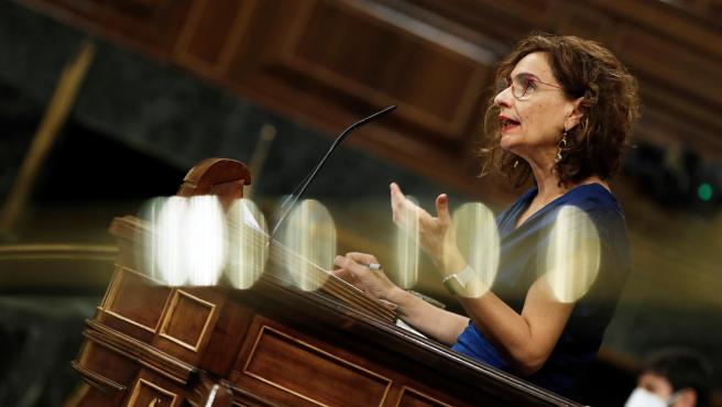 La ministra de Hacienda, María Jesús Montero, durante su intervención en el pleno.