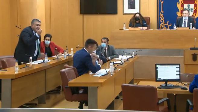 Bronca a gritos entre portavoces del PSOE y Vox en la Asamblea de Ceuta.