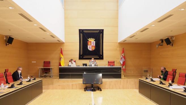 La Mesa de las Cortes habilita julio para la constitución de la comisión de investigación de las residencias