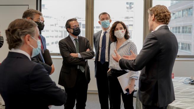 La presidenta de la Comunidad de Madrid, Isabel Díaz Ayuso, en un coloquio con empresarios organizado por KREAB.