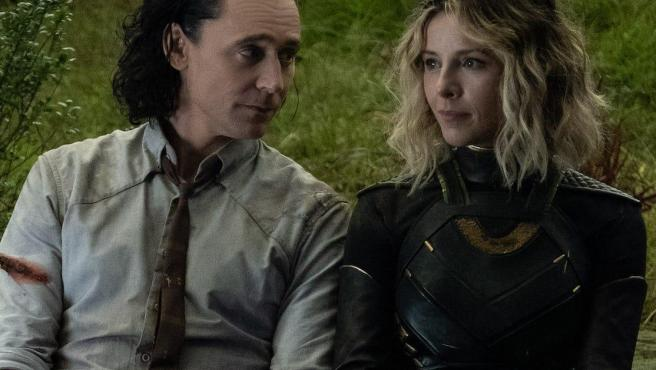 Loki (Tom Hiddleston) y Sylvie (Sophia DiMartino) en 'Loki'.