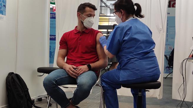 Más del 53% de los canarios tiene completada la pauta vacunal
