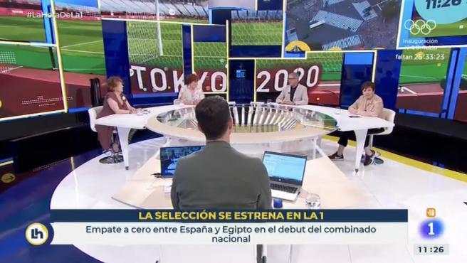 Rosa Villacastín, Teté Delgado, Boris Izaguirre y Celia Villalobos hablando de fútbol en 'La hora de La 1'.