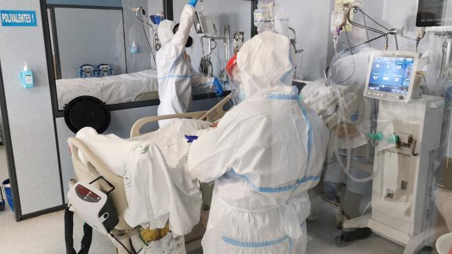 Cvirus.-Almería duplica las hospitalizaciones e ingresos en UCI en una semana, con una media de edad de 39 años