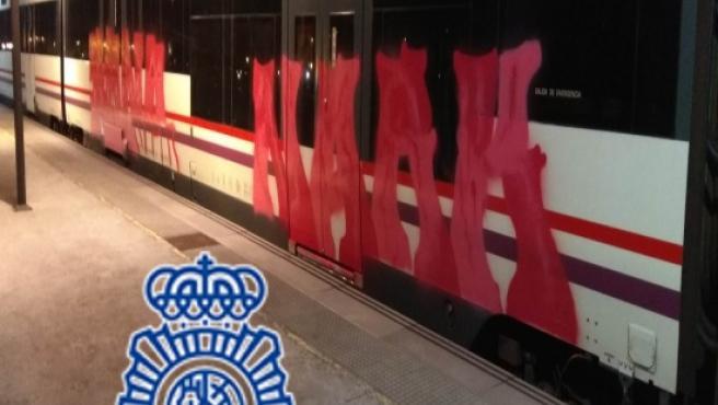 La Policía Nacional detiene a un joven de 19 años por daños en vagones de tren en la estación de Gijón