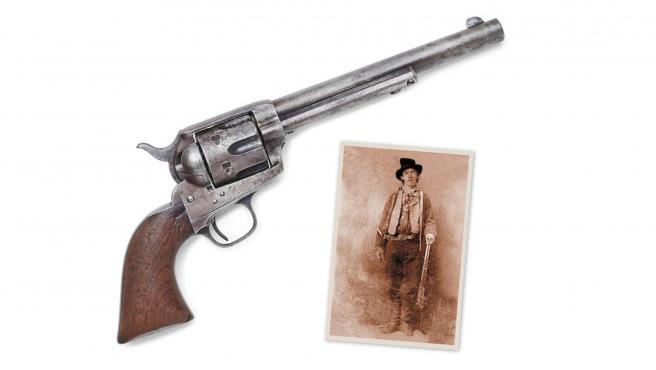 La pistola Colt con la que el 'sheriff' Pat Garrett mató a Billy El Niño, y una foto de este último.