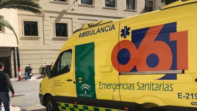 Una ambulancia del 061 en Málaga.